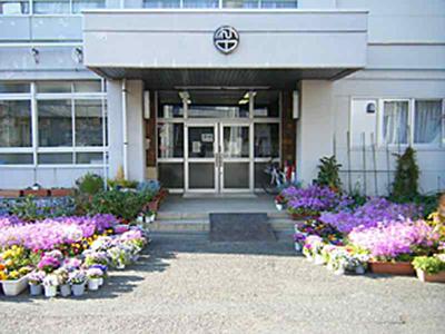 安斉かれんは藤沢市の村岡中学?